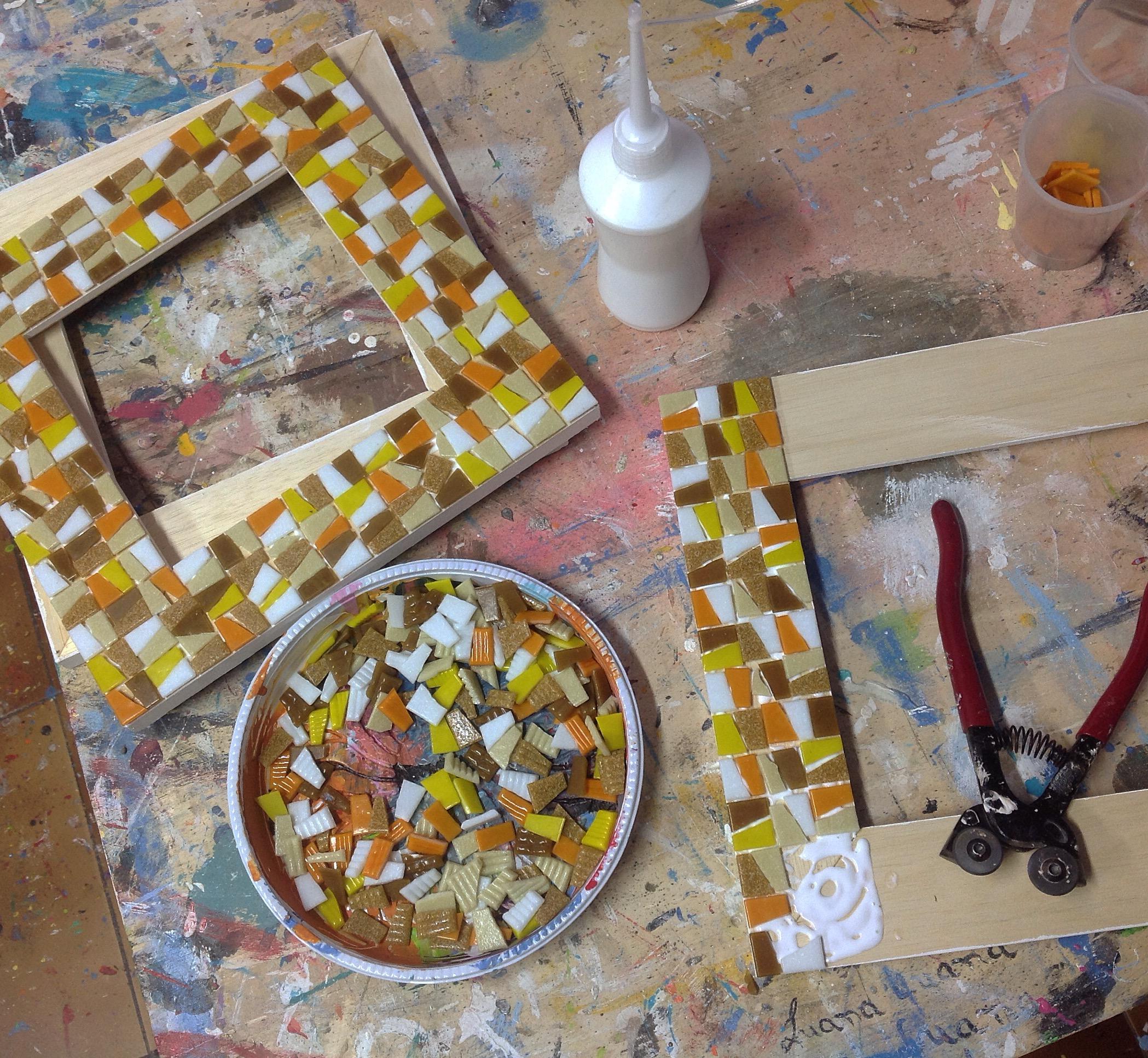 Moldura de mosaico alunas caixote e periscope #vlog – Além da Rua  #AC7B1F 2098x1934